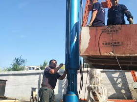 320方130米220千瓦带散热器及模拟井筒水池用潜水泵发往北京