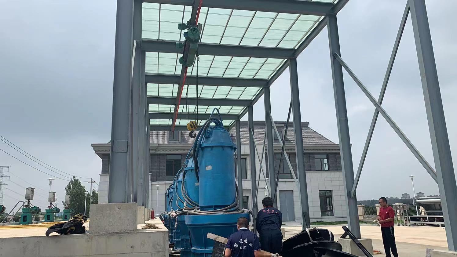 天津幸福河泵站280千瓦潜水轴流泵安装现场第2张-潜水电机-潜水电泵-高压潜水电机-天津潜成泵业